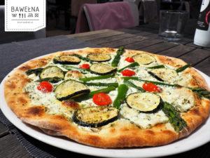 Pizza con asparegi e zucchine